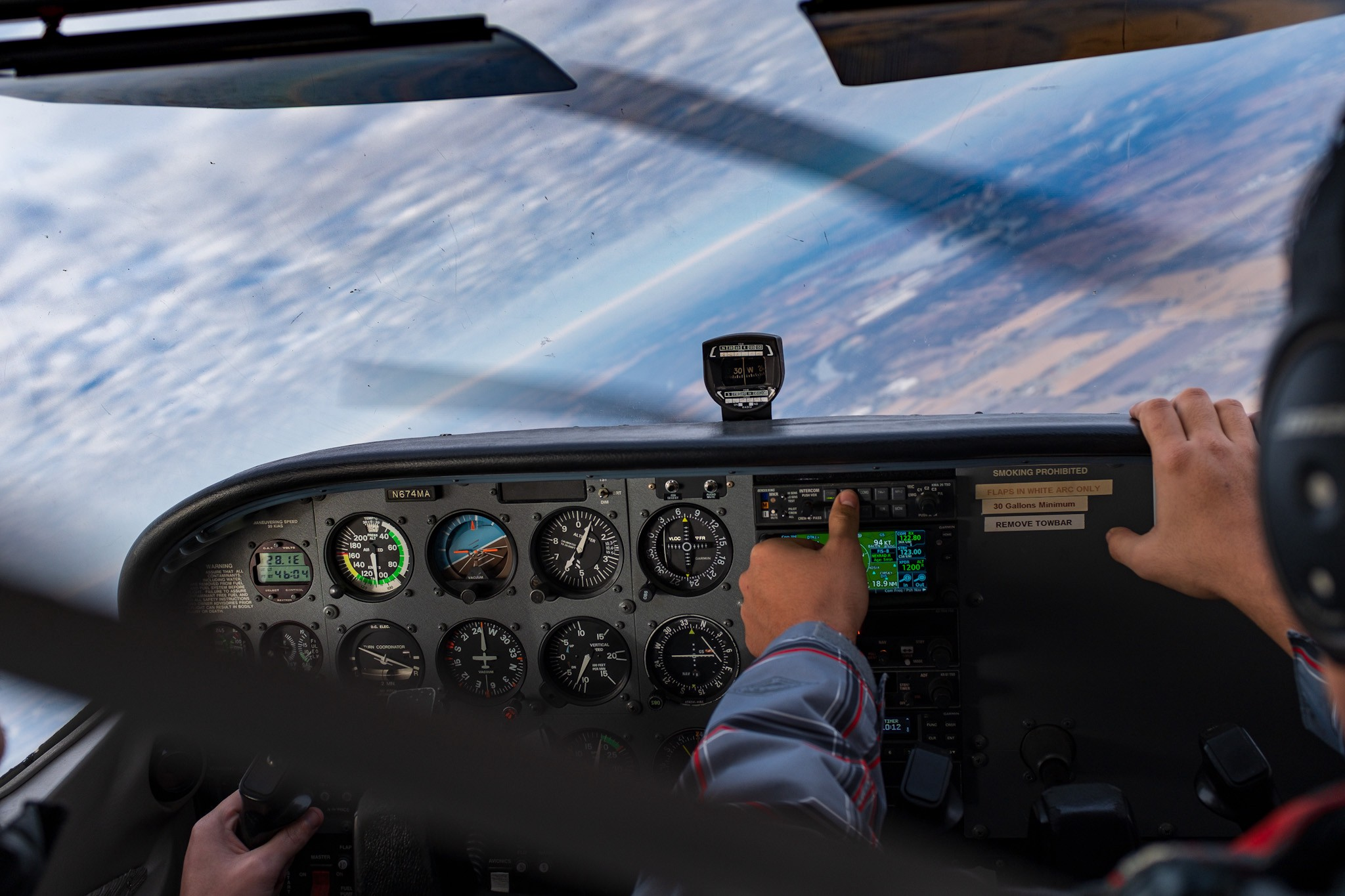 Cessna 172R cockpit in steep turn